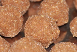 Atte ki Pinni (Wheat flour ladoos)